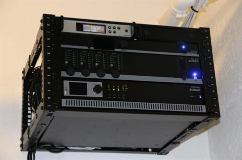 Audac forsterkere, sonefordeler, player mm. i Caymon rack